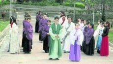 重视重阳节 马来西亚50名男女穿汉服登高庆祝