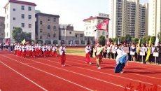 传统汉服亮相中学运动会开幕式 学生称致意恩师