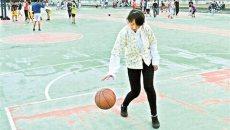 大二女生穿汉服打篮球引关注