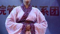 大学教师穿汉服旗袍亮相迎新晚会