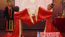 河南夫妻着汉服举行结婚周年华礼