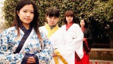 川北幼专大学生穿汉服拍毕业照 彰显雅致与青春