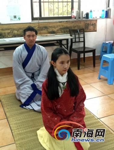 琼华院成员在排练古代成人礼仪式。