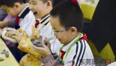 学习中国经典 寒假来展览馆看汉服做陶艺