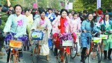 南京梅花节开幕 市民穿汉服骑行梅林间