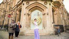 剑桥中国学子穿汉服拍古风美图 弘扬中华之美
