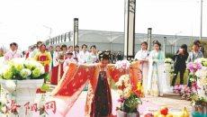 洛阳市民穿上汉服 重温花朝节