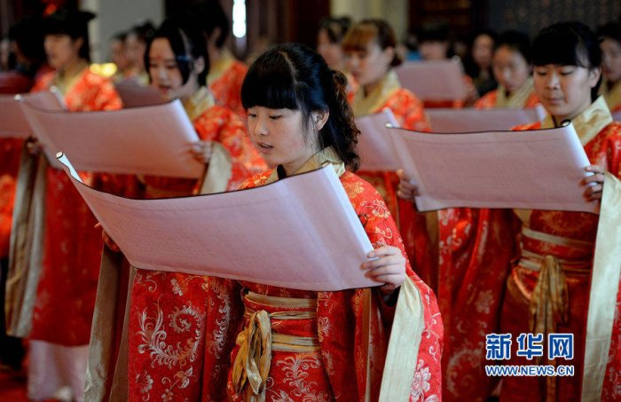 西安举办汉式成人礼少女穿汉服读誓词-图片2