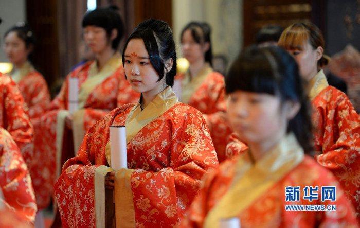 西安举办汉式成人礼少女穿汉服读誓词-图片1