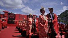 重庆举行传统集体婚典 外籍新人着汉服共许百年之约