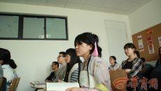 西安女生穿汉服上课吃饭生活
