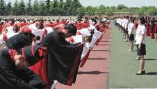 600名学生身着华美汉服在铜川市一中举行成人礼