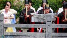传统回归 南京汉服爱好者重温端午礼俗