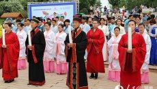 郑州绿博园百服节 百名大学生穿汉服祭拜屈原