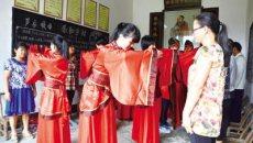 长沙:为8名准大学生行传统成人礼 着汉服加冠加笄