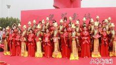 六安20对新人举行汉服集体婚礼 再现中华传统婚俗古韵之美