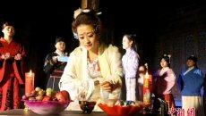 甘肃张掖汉服爱好者举行祭月仪式过中秋
