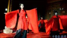甘肃张掖:女子着汉服举行祭月仪式过中秋