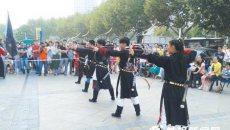 蚌埠:悠扬古乐中市民穿汉服庆中秋