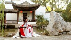 大学生学习传统汉服礼仪 张弓射箭弹古琴