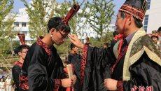 南京中医大学生穿汉服按古礼拜师起誓