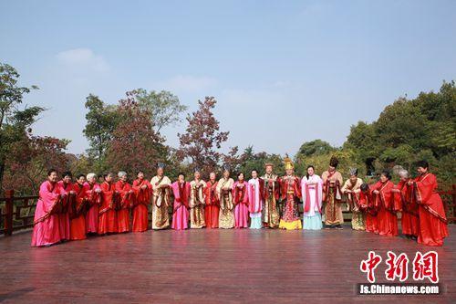 外地游人穿汉服祭拜彭祖-图片2
