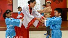 """合肥开展""""国学传经典、老少庆重阳""""活动 孩子穿汉服向老人行大礼"""