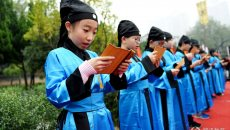 河南洛阳30名少年身着汉服参加立志礼