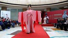 博物馆内的汉服T台秀 展示古代服饰之美