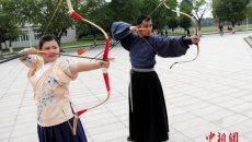"""传统射箭""""重回""""中国校园 大学生穿汉服挽弓搭箭"""