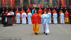 女子穿汉服体验传统文化旅游线路