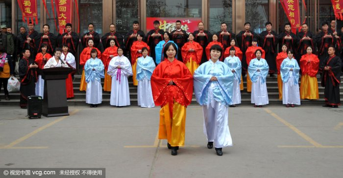 女子穿汉服体验传统文化旅游线路-图片1
