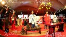 正月十三江苏南通举行上灯汉服迎月典礼