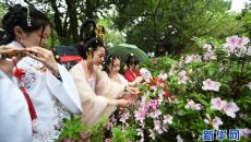 花朝节里度春分 女子穿汉服表演祭花神祈福