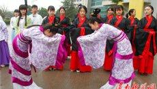 渭南大学生穿汉服 学礼仪 弘扬传统文化