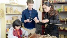 穿汉服 拿毛笔 学手工 美国学生在建德体验中国文化