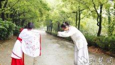 云鬓轻挽、长发及腰,宜昌大二女生每天穿汉服上课