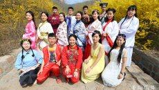 青大学子穿汉服洒水祈福 重现古代上巳节