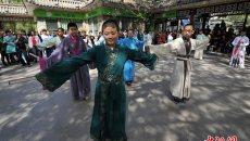 """河北""""00后""""着汉服体验中国传统礼仪文化"""