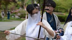 上巳节汉服美女齐聚玄武湖 体验传统成人礼