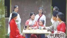 象州有位女乡贤 穿汉服行走街头教人茶艺诵经典