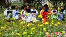 山东:大学生着汉服诵读国学约会春天感受传统文化魅力