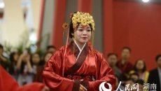 湖南辛追夫人婚礼重现 汉服穿越2千年依旧精致华美