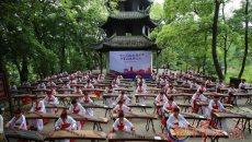 古筝爱好者身着汉服 千筝同奏乐曲传承三国文化