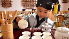 汉服萌娃茶道秀 传统文化走进幼儿园