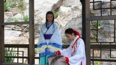 汉服嘉年华在邹城举行:女模特古装清凉兜肚抢镜