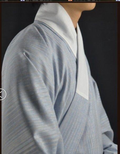 (随便找的商家照片,并无贬低意义。。。。。)  我本人也是深受困扰,领子穿个几天就会脏兮兮的。。所以,我便回家和我奶奶(几十年的老裁缝)讨论推想,制作出了可拆洗的布质护领。   我拿来做实验的衣服是一件加了白色护领(缝死的那种)的蓝色棉布短衫