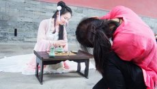 """《中国成语大会》掀汉文化热 """"成语女神""""汉服游南京"""