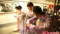 邵阳现女子穿汉服插发簪举办18岁成人仪式