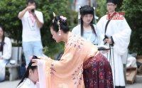 宁德市举办传统汉服成人礼 少女身着